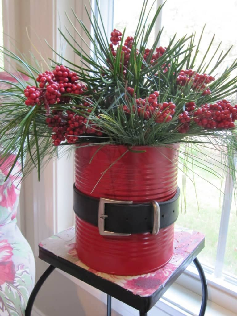 Christmas Decoration at no Cost | Santa can with paint and a belt | Via www.sweethings.net