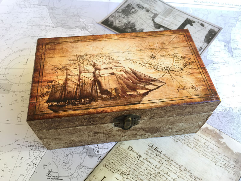 The secret material for a faux leather look · DIY nautical box for a sea lover using some decoupage or white glue, it makes a great handmade gift | Via www.sweethings.net