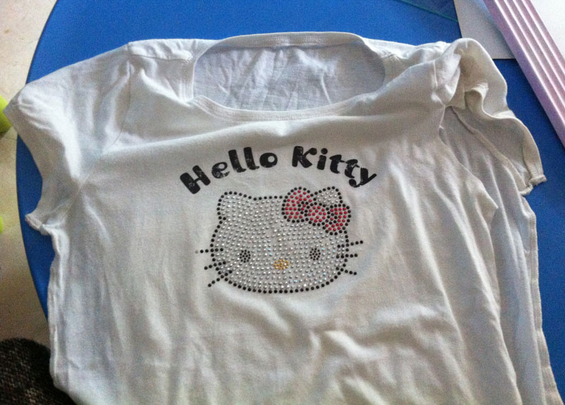 Hello Kitty T-Shirt Upcycle | Old T-Shirt | Via www.sweethings.net