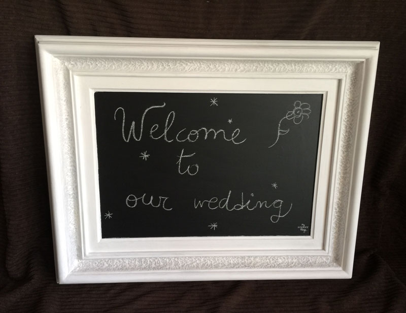 How to transform an ugly picture into a pretty chalkboard with only paint   |   Picture makeover with DIY chalk paint   |   Via www.sweethings.net