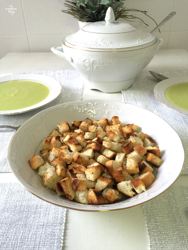 How to make this delicious and easy zucchini soup   Via www.sweethings.net