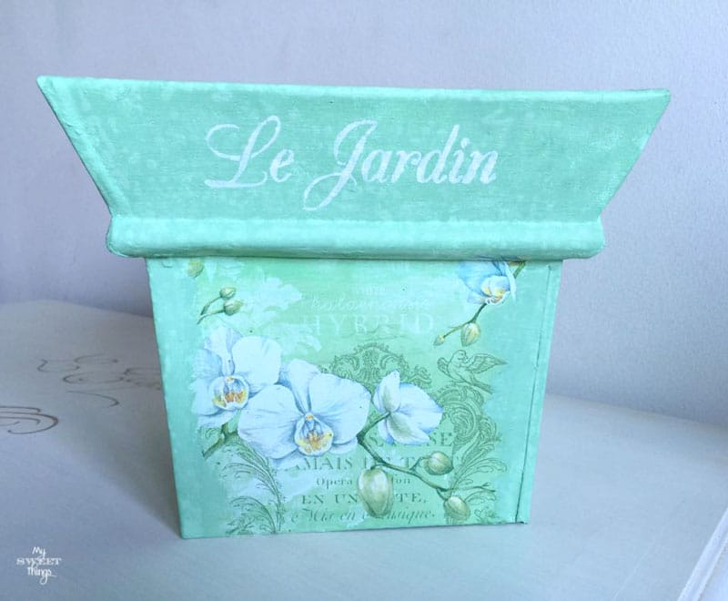 Rusty flower pot makeover using napkin and paint, plus a stencil on top | Via www.sweethings.net