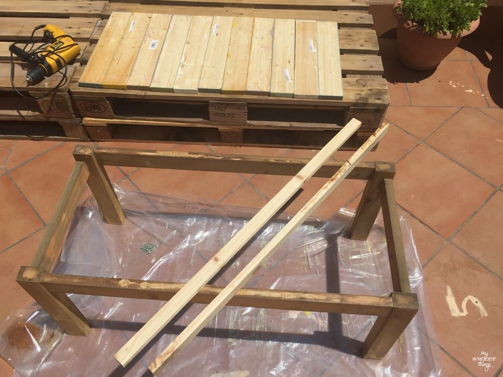 How to make a colorful wood slat table the easy way with some wood and paint - The before picture - Painting the slats