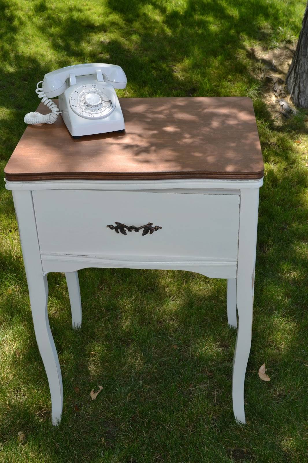 How to turn a sewing table into a telephone stand