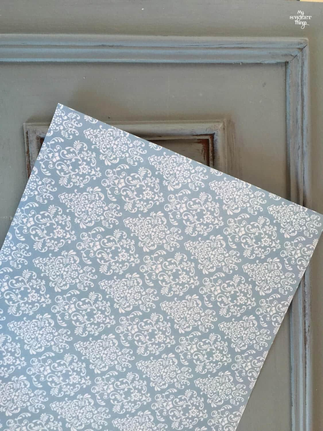 How to transform furniture easily with old fashioned milk paint and decoupage · My Sweet Things