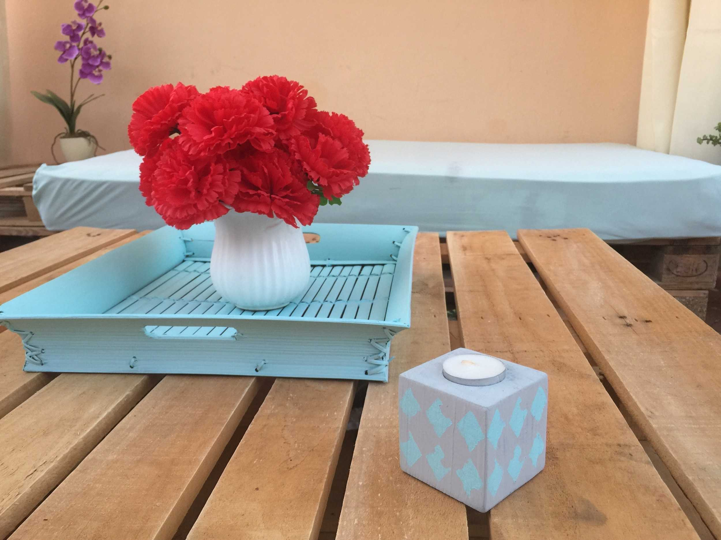 How to make a pretty coastal style tray upcycling and painting an old one · My Sweet Things