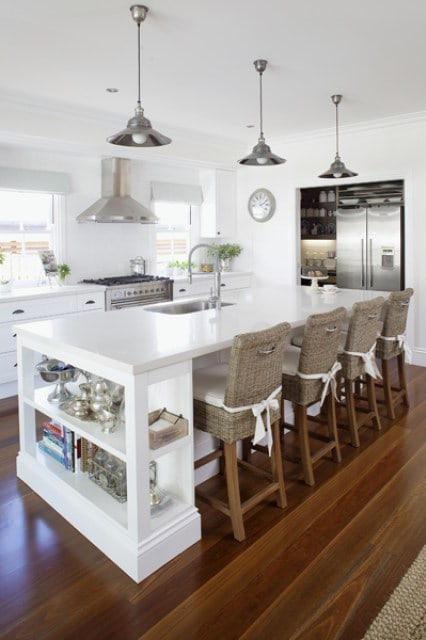 Dreamy kitchens with rattan barstools  ·   Via www.sweethings.net