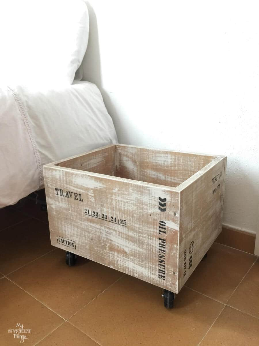 Make an easy industrial style wood crate with some paint and stencils · Via www.sweethings.net