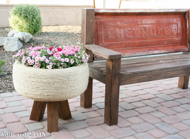 Planter · 15 Different Uses For Tires · Some easy ideas to recycle old tires · Via www.sweethings.net