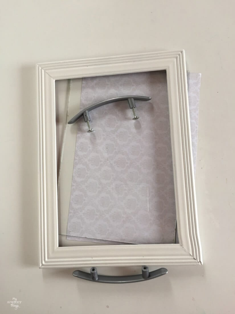 Small tray out of a picture frame · Via www.sweethings.net
