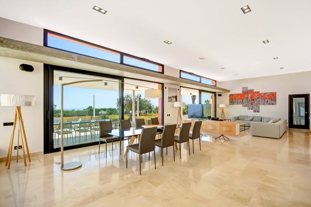 Modern property with sea views which has a bright and airy look · Living room · Via www.sweethings.net