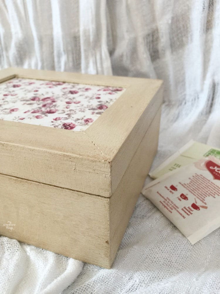 How to update a wooden tea box and create a romantic tea box with some paint and paper · Via www.sweethings.net