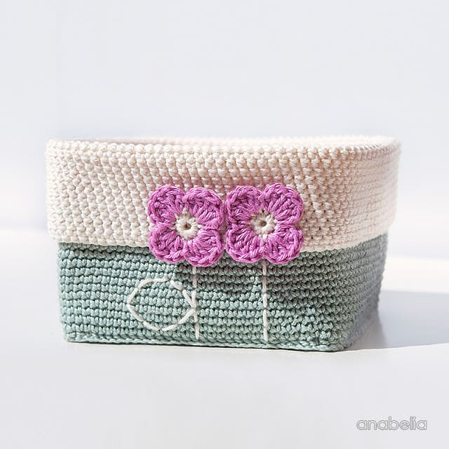 Crochet basket with tiny flowers 2 by Anabelia Craft Design