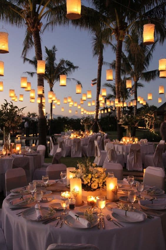 Wedding trends 2017 · Night wedding ideas · Via www.sweethings.net