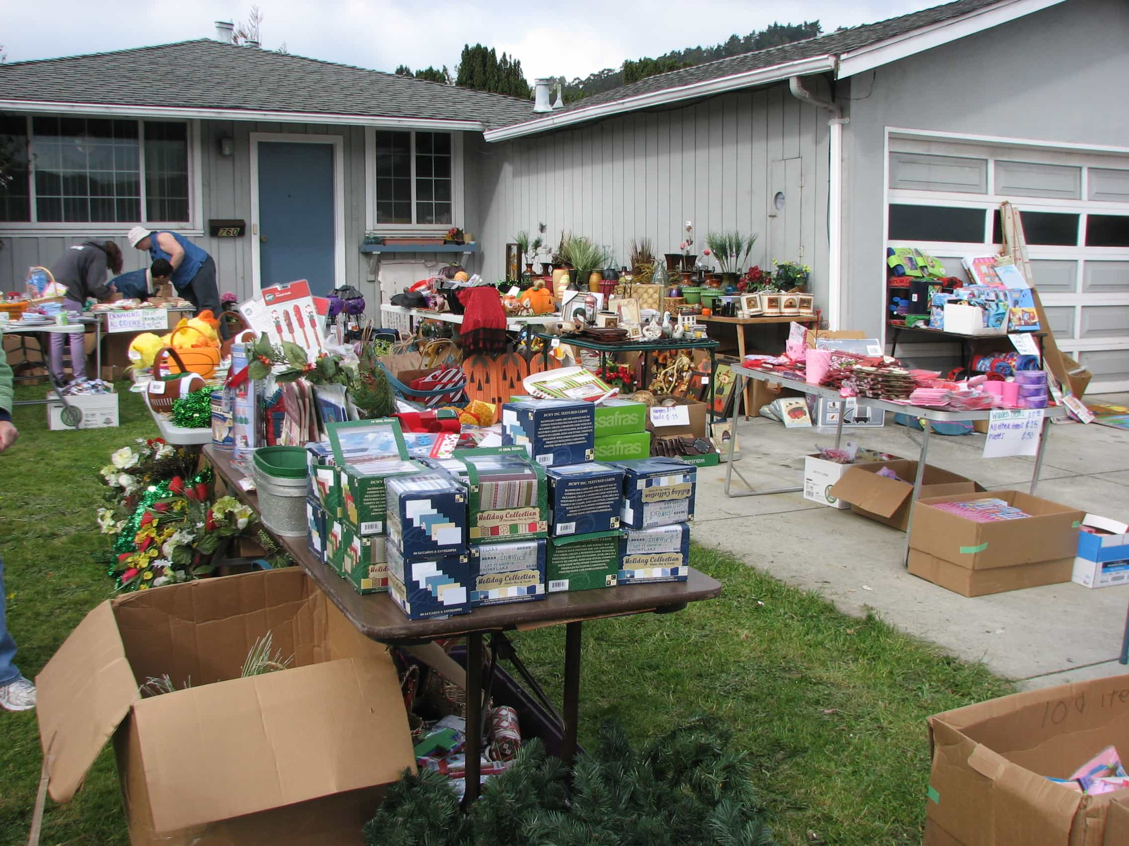 How to Save Money and Declutter When Moving · Via www.sweethings.net