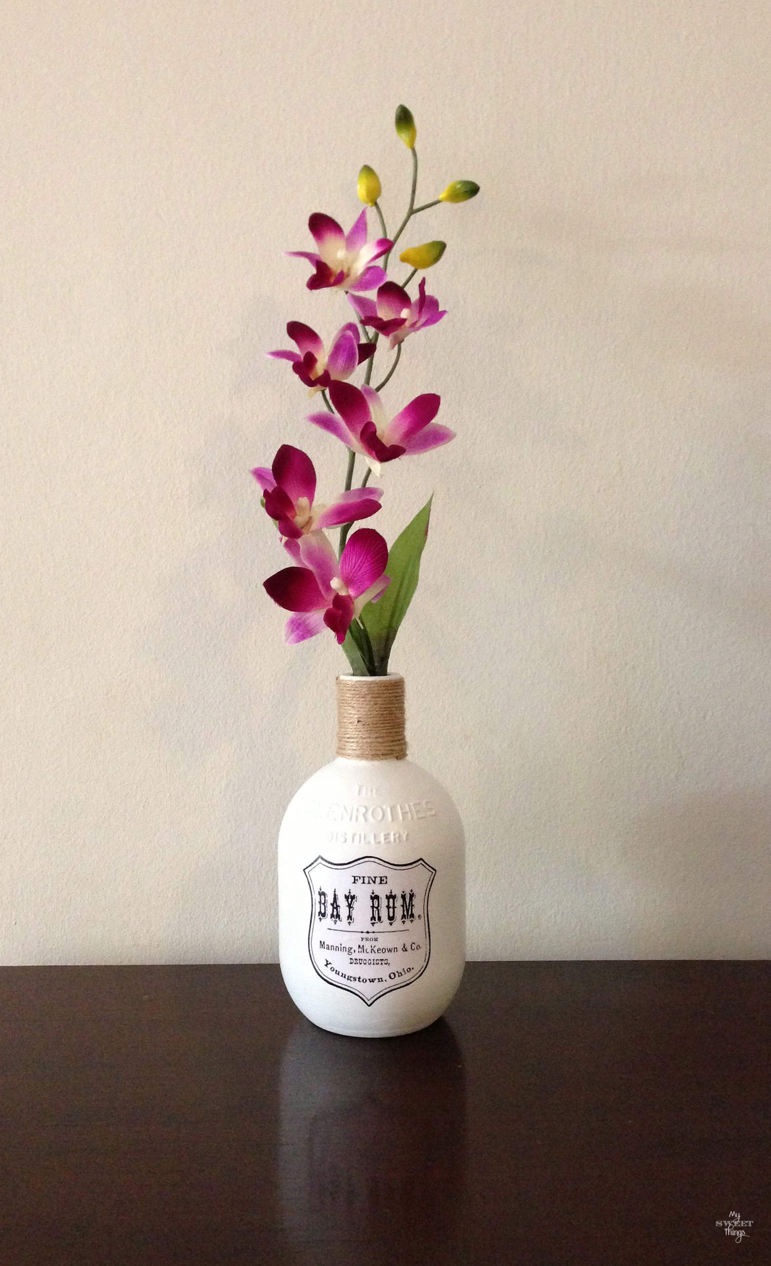 Empty bottled upcycled into a flower vase - Jarrón %22Bay Rum%22