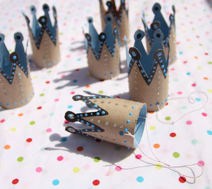 Party crows for kids with toilet paper rolls | Reuse & recycle | DIY | Via www.seethings.net