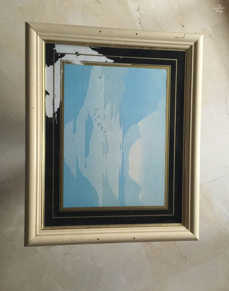 How to transform a picture frame into a tray | Repurpose an old picture | Via www.sweethings.net