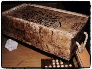 Aged wooden box with decoupage and napkins | Reader's Projects | Via www.sweethings.net