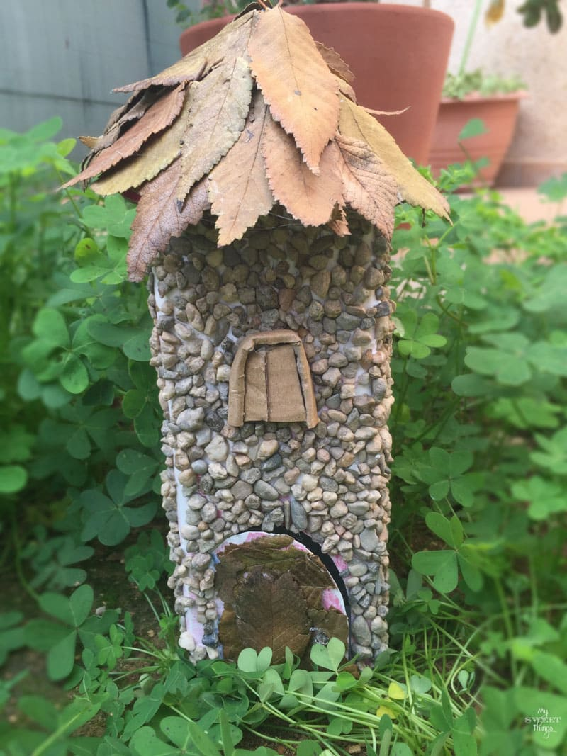Cómo hacer una casita de hadas usando materiales reciclados · Via www.sweethings.net