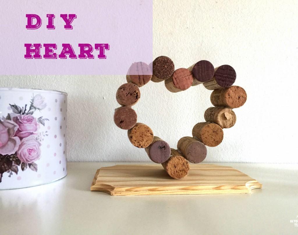 DIY cork heart · Via www.sweethings.net