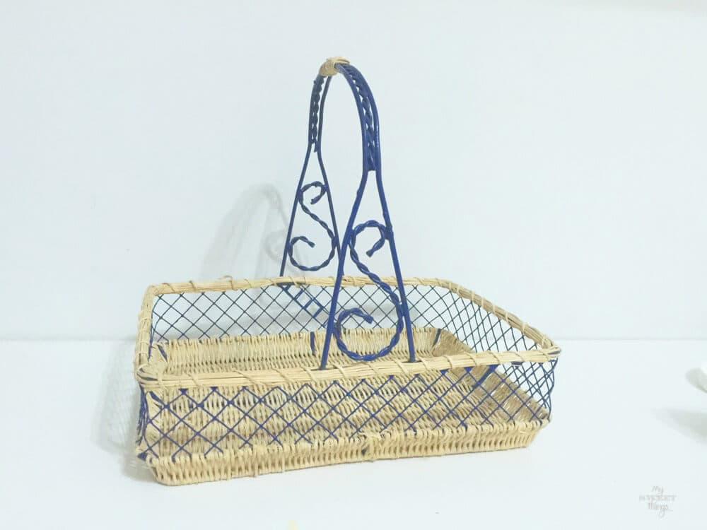 Reciclar una vieja cesta de mimbre usando un poco de chalk paint
