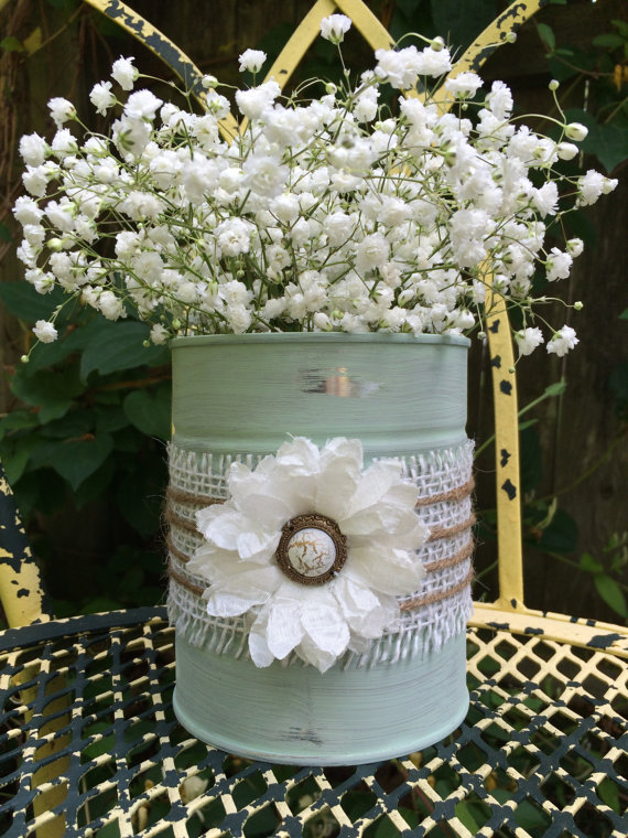 How to make a rustic tin vase out of an old tin with burlap and flowers · Via www.sweethings.net #rustic #tin #can #vase