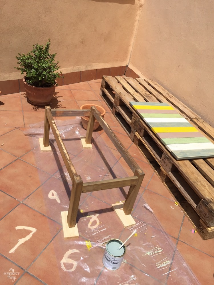 How to make a colorful wood slat table the easy way with some wood and paint - The before picture - Painted slats with dyed legs