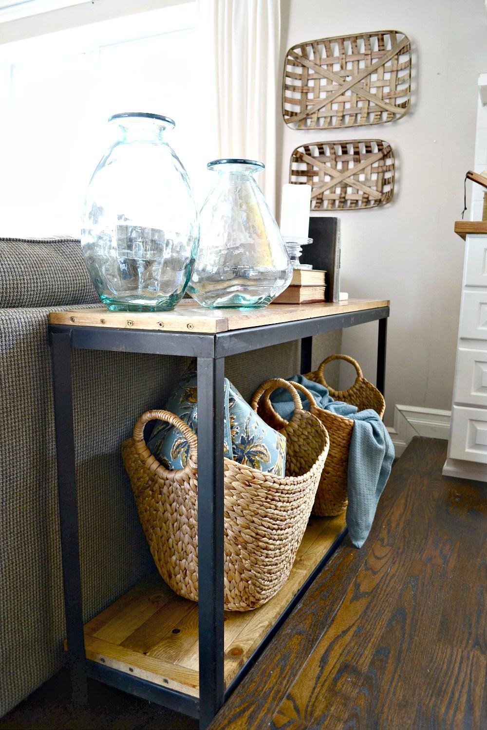 DIY-Farmhouse-Industrial-sofa-table.-Turn-a-metal-shelf-into-rustic-shelving.-Find-out-more-at-theweatheredfox.com_