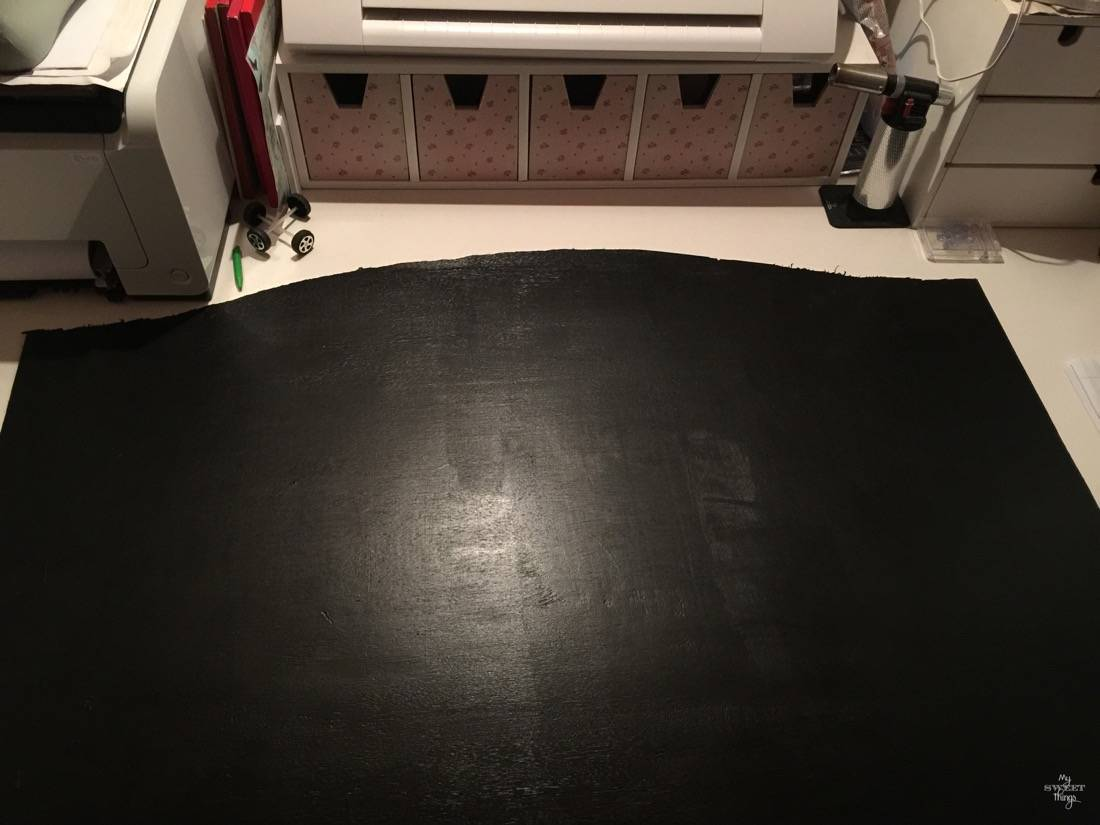 How to make a chalkboard out of a mirror · Via www.sweethings.net