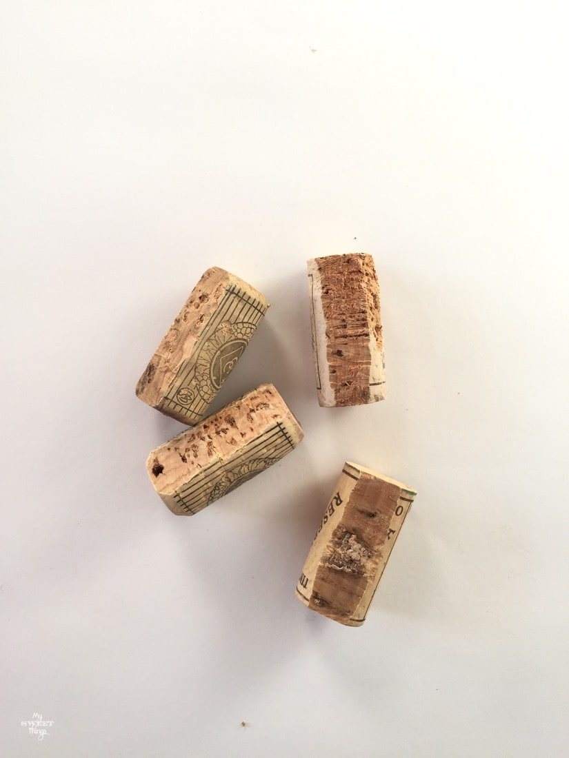 How to upcycle wine corks into place card holders · Via www.sweethings.net