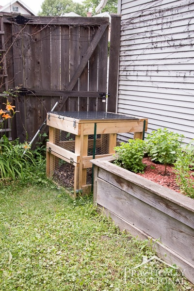 Amazing tricks for your backyard  ·  Modernize your backyard is not as difficult as it may sound. I am sharing some tips with are budget-friendly and eco-friendly too   ·  DIY Compost bin  ·  Via www.sweethings.net