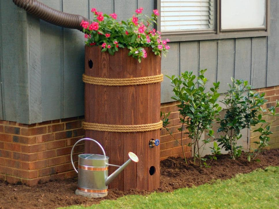 Amazing tricks for your backyard  ·  Modernize your backyard is not as difficult as it may sound. I am sharing some tips with are budget-friendly and eco-friendly too   ·  DIY rain barrel  ·  Via www.sweethings.net