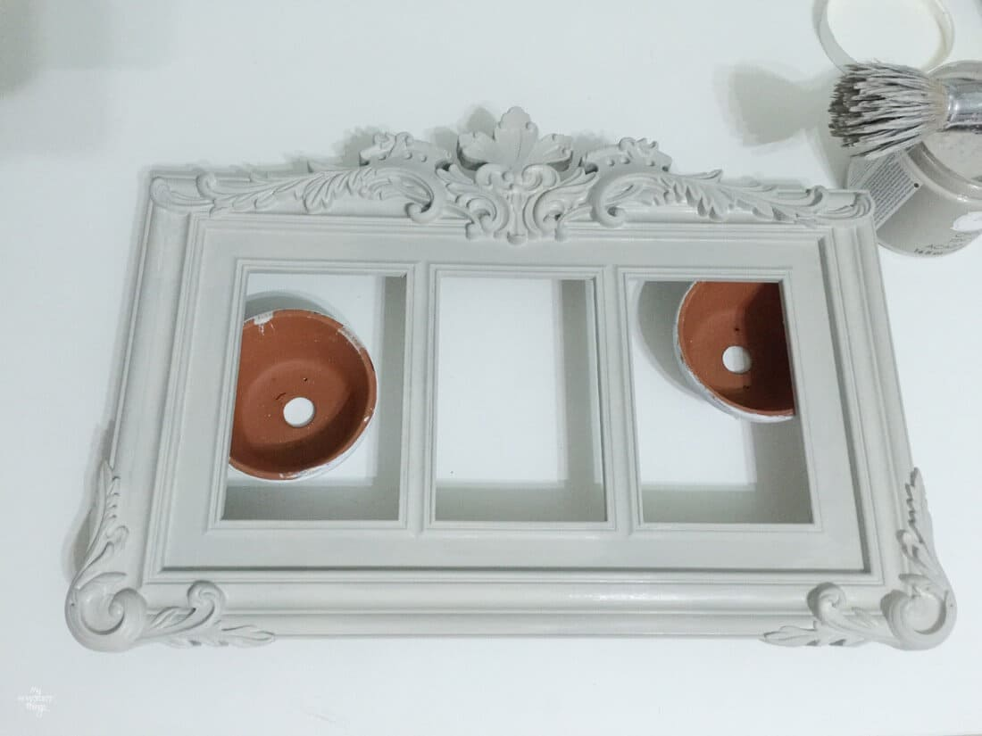 How to update a plastic picture frame with some paint, waiting for the paint to dry · Via sweethings.net