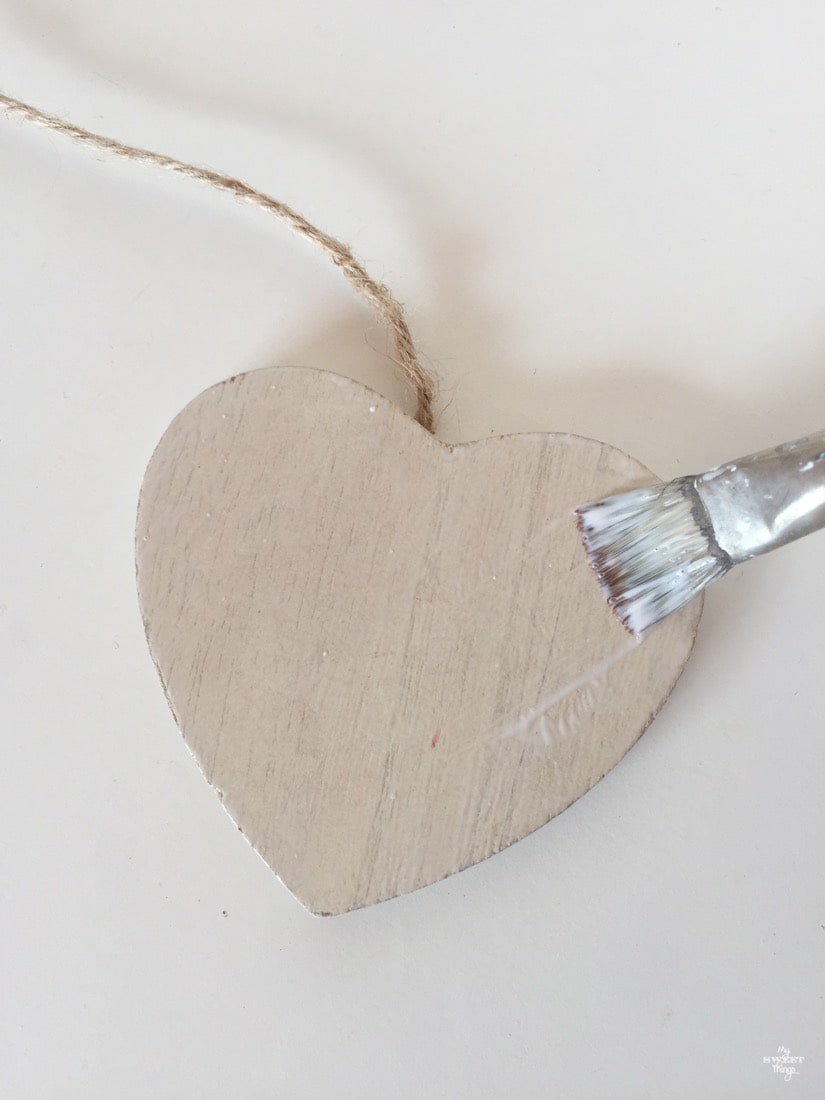 How to update wooden hearts with paper · Wooden hearts · Via www.sweethings.net