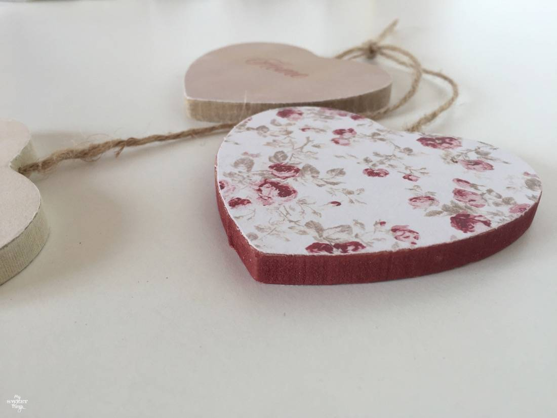 How to update wooden hearts with paper · Free printables to make your own · Via www.sweethings.net