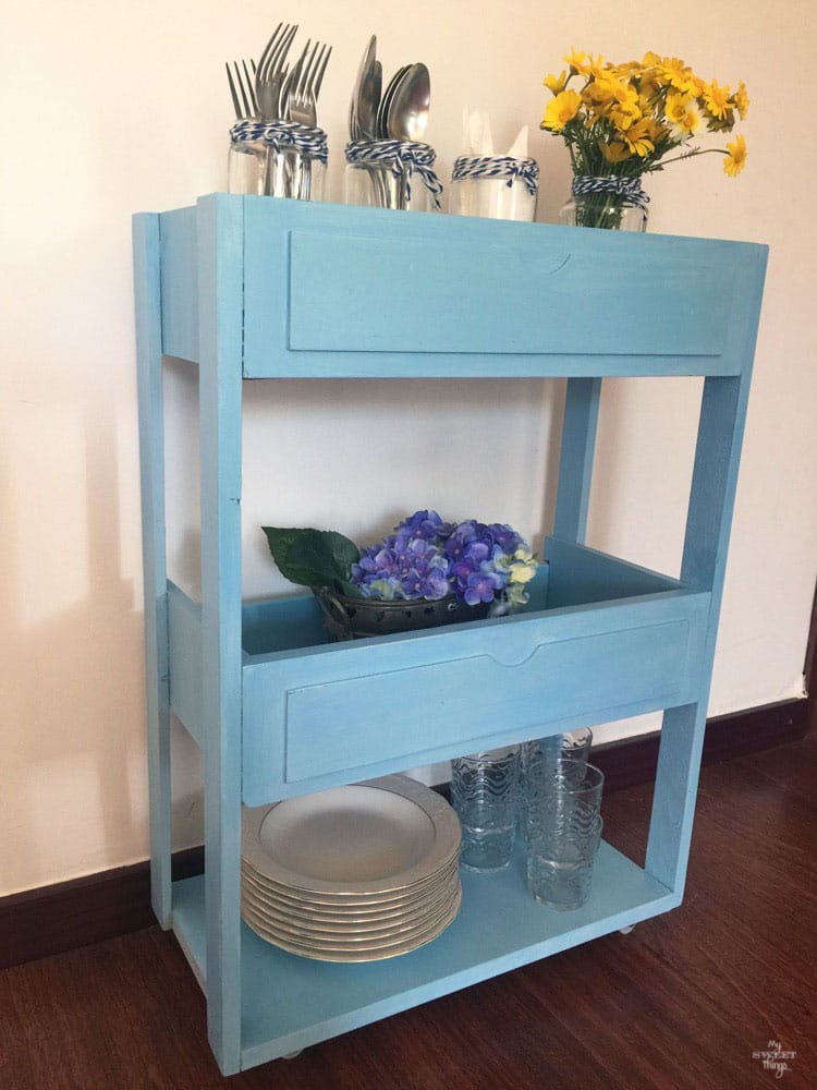 DIY Three tiered rolling cart out of two drawers  ·  Via www.sweethings.net
