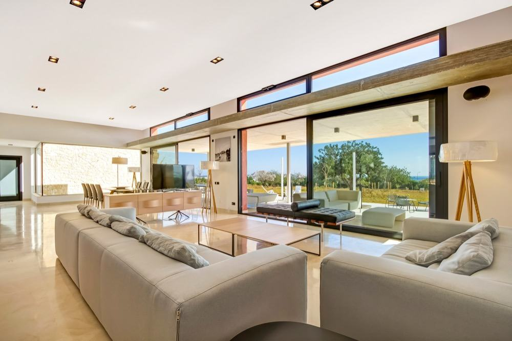 Modern property with sea views which has a bright and airy look · Big living room & dining room · Via www.sweethings.net