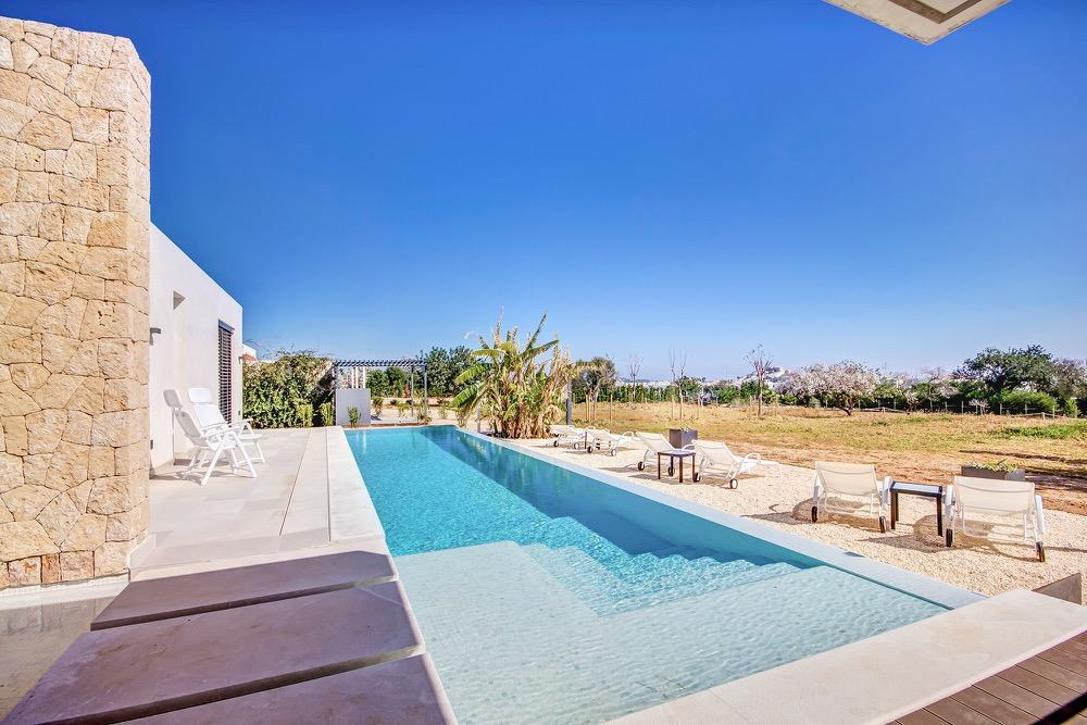 Modern property with sea views which has a bright and airy look · Terrace & Swimming pool · Via www.sweethings.net