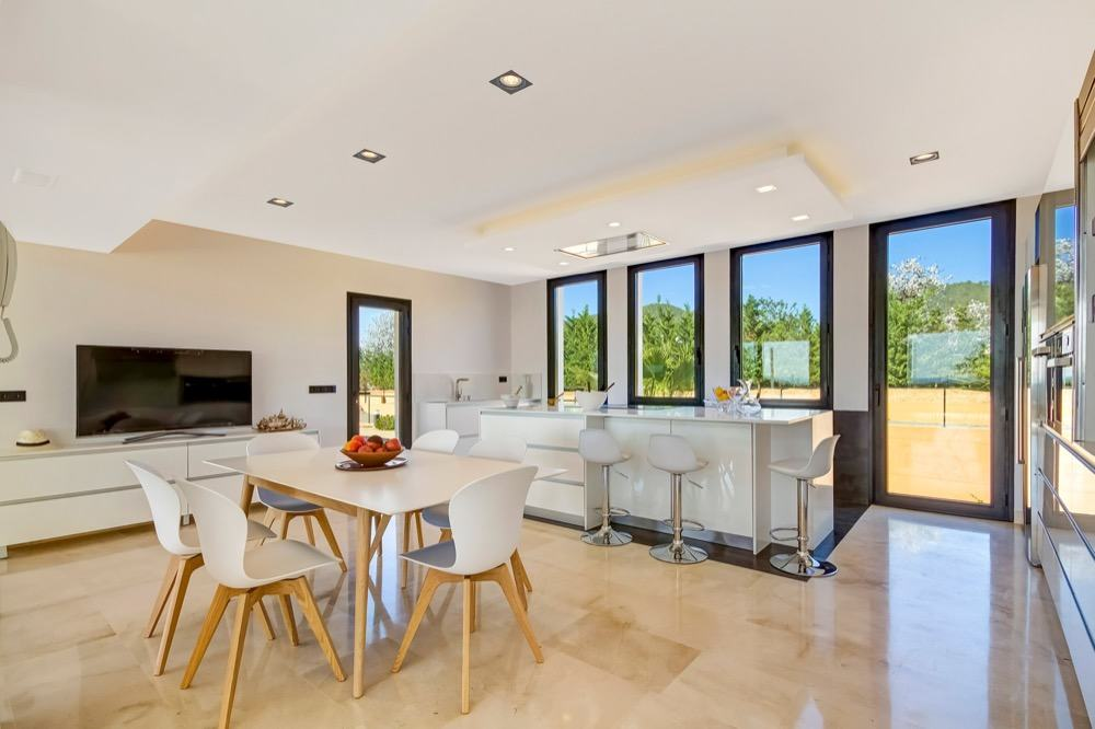 Modern property with sea views which has a bright and airy look · Open floor plan kitchen · Via www.sweethings.net