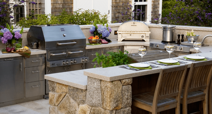 Extending Your Kitchen Outdoor: Some Getting-Started Tips  ·  Via www.sweethings.net