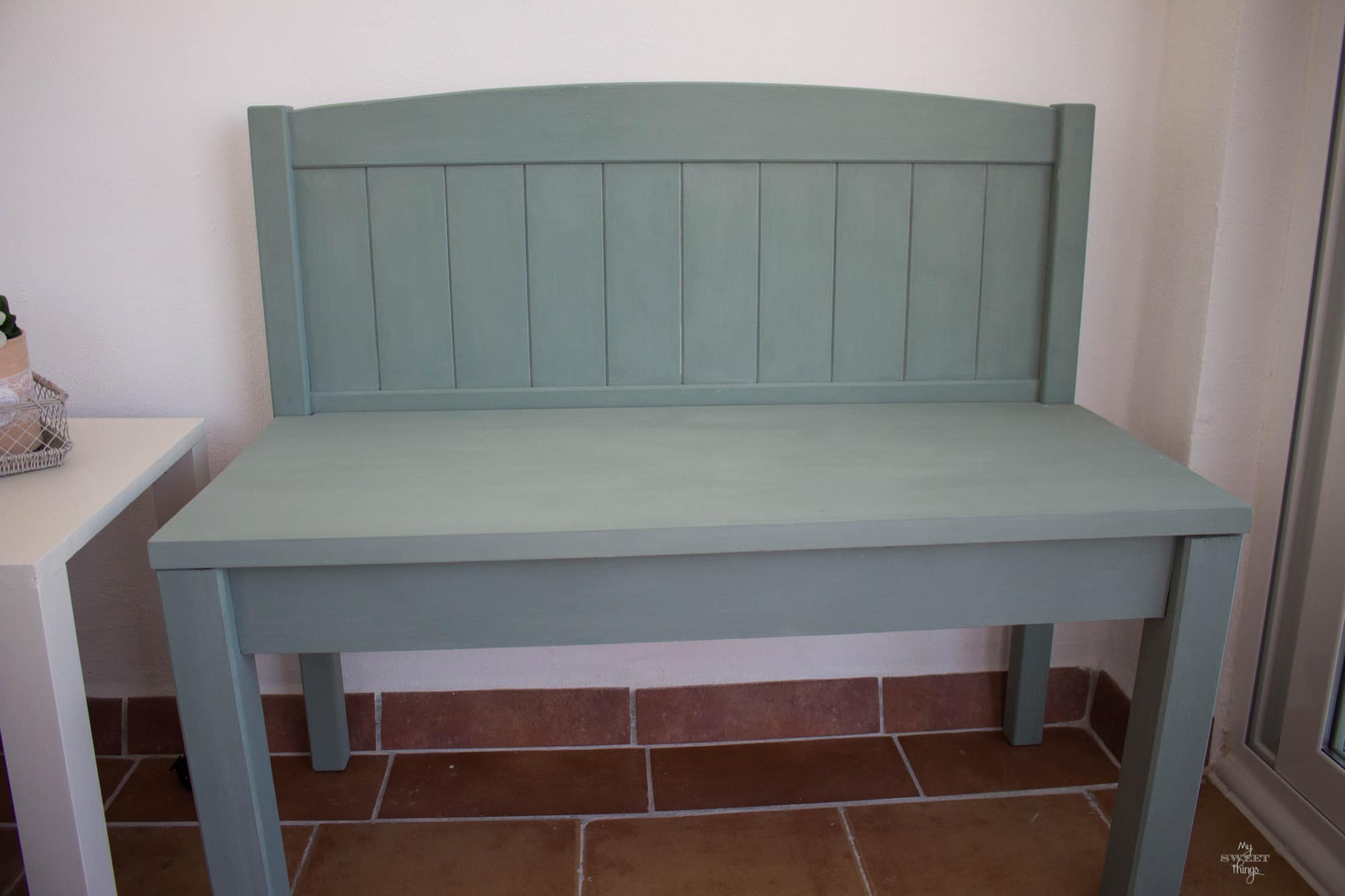 How to make twin benches out of two headboards painted with milk paint · Via www.sweethings.net