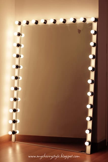 4 different uses for mirrors · Hollywood style mirror · Via www.sweethings.net