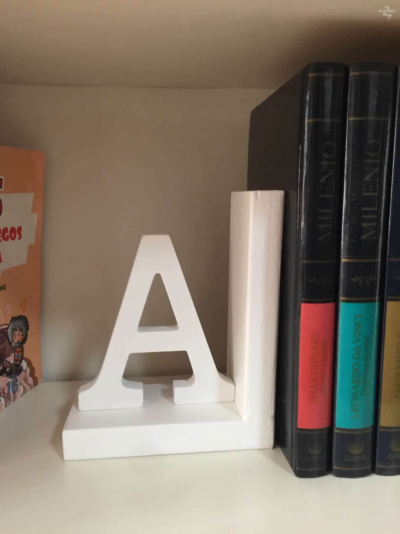 How to make stylish bookends for less than $5 with some scrap wood · Via www.sweethings.net