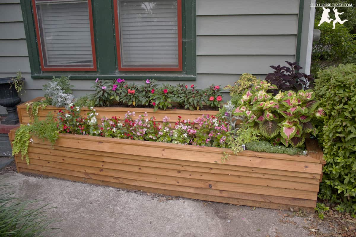 Home Upgrades Your Neighbors Won't Hate You For - DIY planter box - Via www.sweethings.net