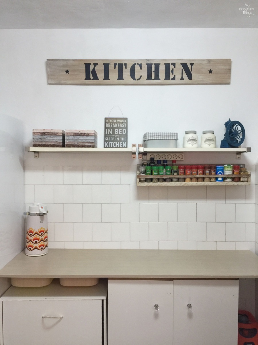 DIY Kitchen makeover on a budget | #kitchen #makeover #remodel #farmhouse #diy #homedecor #sign #kitchensign | Via www.sweethings.net