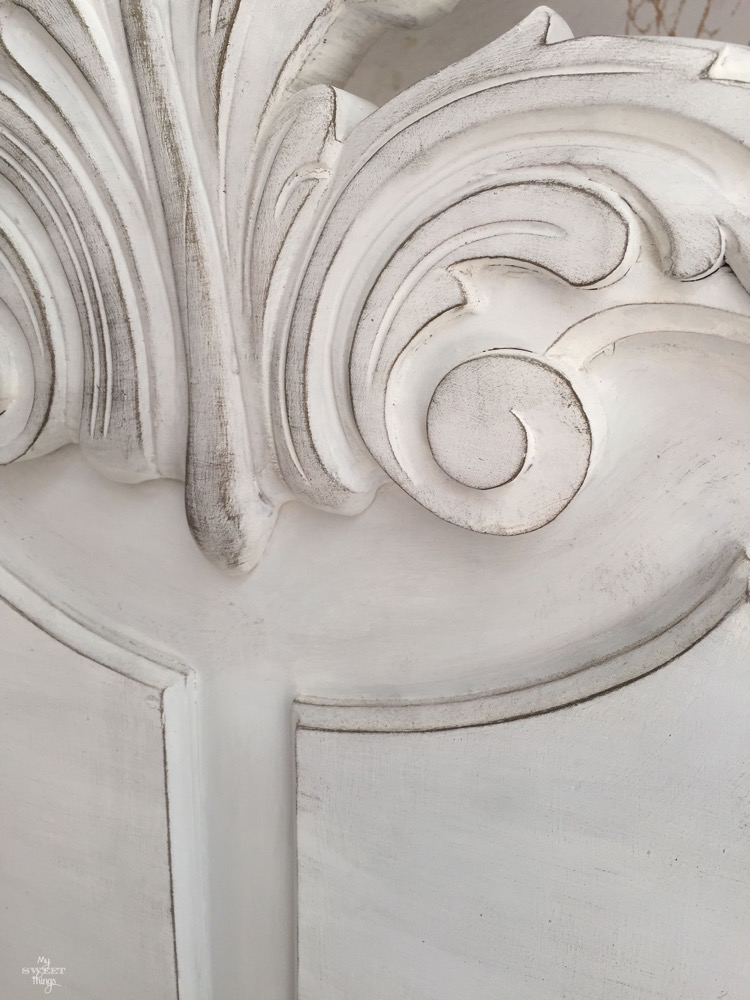 Tutorial banco recibidor estilo vintage con pintura de leche y crema metalica · Via www.sweethings.net #banco #recibidor #vintage #shabbychic