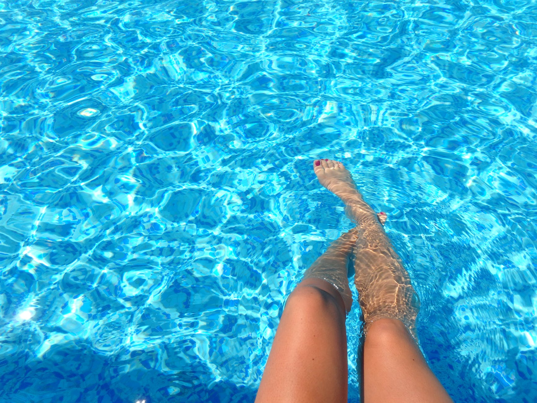 Different ways to stay cool this summer · Swimming pool · Via www.sweethings.net #summer #swimmingpool #pool #heat
