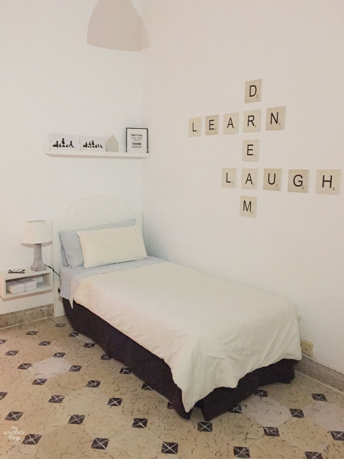 Decoración de pared con Scrabble · Via www.sweethings.net