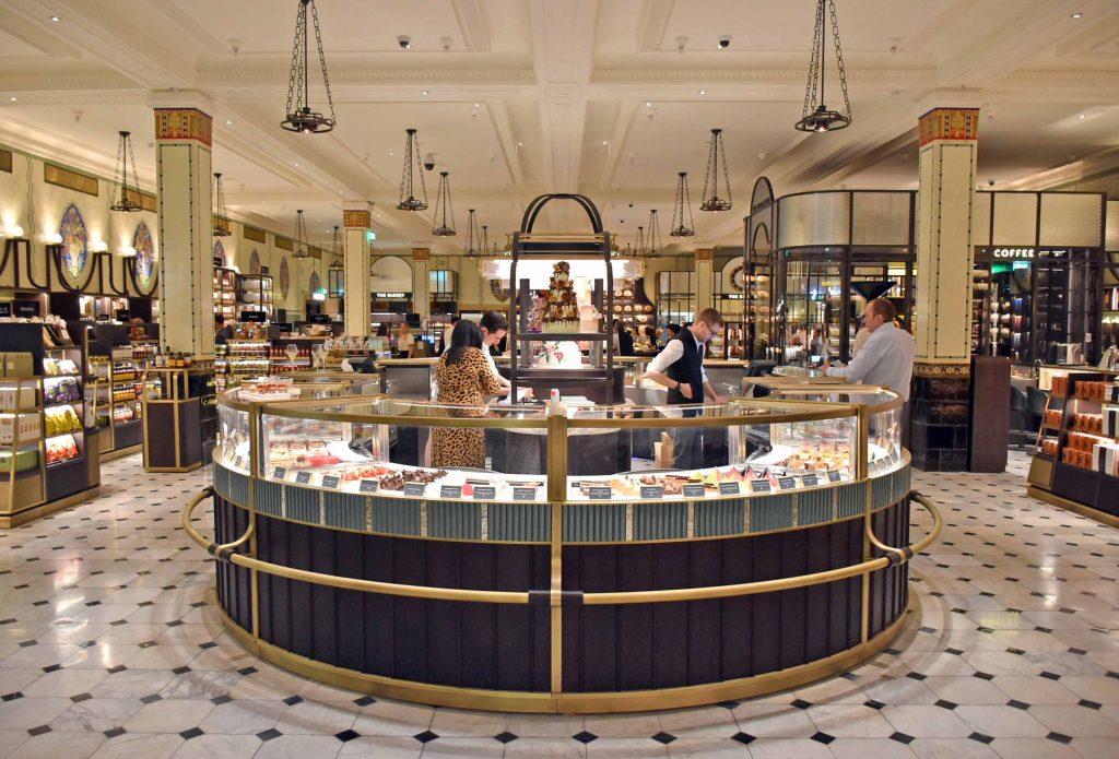 Guide to London · Harrods' Food Court · Via www.sweethings.net